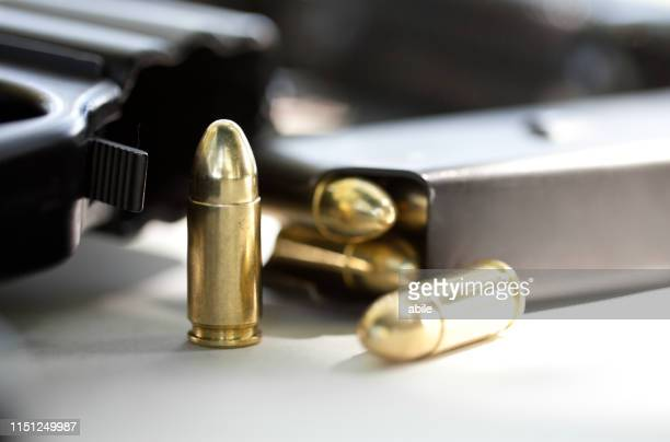 tommy-gun - violenza stock pictures, royalty-free photos & images