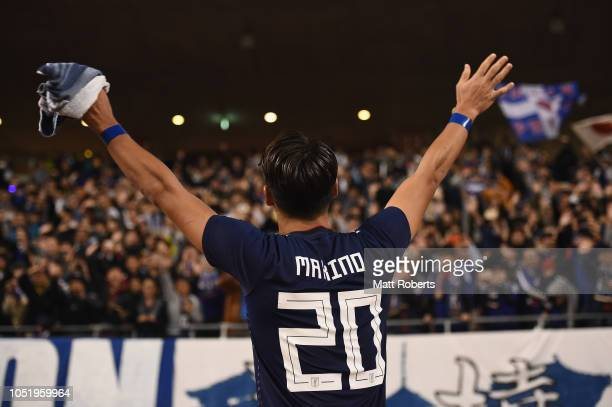 Tomoaki Makino of Japan acknowledges the crowd after the international friendly match between Japan and Panama at Denka Big Swan Stadium on October...
