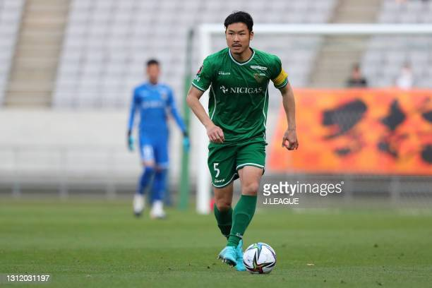 Tomohiro TAIRA of Tokyo Verdy in action during the J.League Meiji Yasuda J2 match between Tokyo Verdy and Renofa Yamaguchi at Ajinomoto Stadium on...