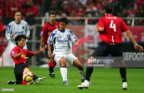 Tomokazu Myojin of Gamba Osaka and Tatsuya Tanaka of Urawa Red Diamonds compete for the ball during the AFC Champions League semifinal second leg...