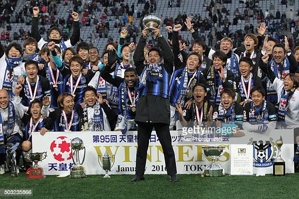Tomokazu Myojin of Gamba Osaka lifts the trophy after winning the 95th Emperor's Cup final between Urawa Red Diamonds and Gamba Osaka at Ajinomoto...