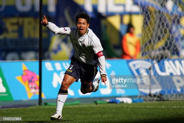 Tomokazu Myojin of Kashiwa Reysol celebrates scoring his side's first goal during the J.League J1 second stage match between Oita Trinita and Kashiwa...