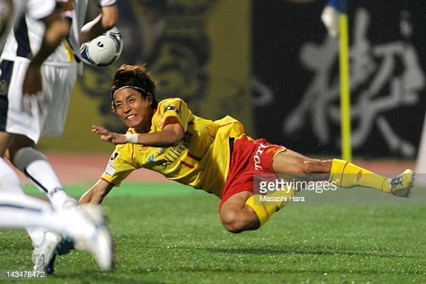 Tomoki Ikemoto of Giravanz Kitakyushu in action during the JLeague Second Division match between Thespa Kusatsu and Giravanz Kitakyushu at Shoda...