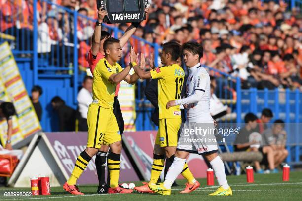Tomoki Imai of Kashiwa Reysol is brought in for Ryuta Koike during the JLeague J1 match between Kashiwa Reysol and Omiya Ardija at Hitachi Kashiwa...