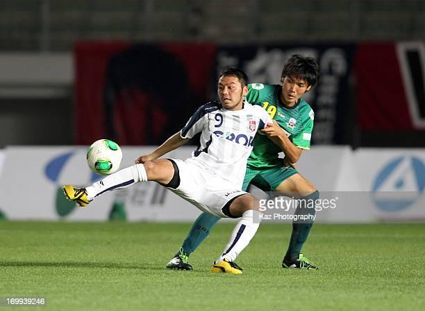 Tomoyuki Arata of Fagiano Okayama and Tsukasa Masuyama of FC Gifu compete for the ball during the JLeague second division match between FC Gifu and...