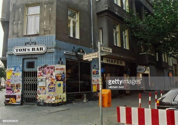 'Tom's Bar' und die Bar 'Hafen' in der Motzstrasse/Ecke Eisenacher Strasse