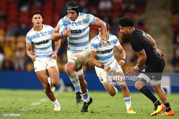 Tomás Lavanini of Argentina runs the ball during The Rugby Championship match between the Argentina Pumas and the New Zealand All Blacks at Suncorp...