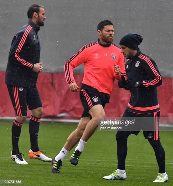 TomStarke Xabi Alonso and Medhi Benatia during the final training session of FCBayern Munich on the training grounds in Munich Germany 12 April...