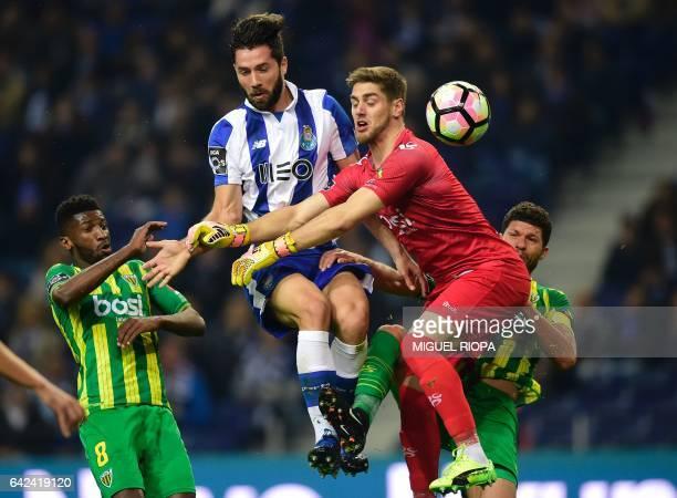 Tondela's midfielder Helder Tavares Porto's Brazilian defender Felipe Tondela's goalkeeper Claudio Ramos and teammate Brazilian defender Kaka vie for...