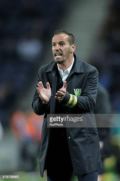 CD Tondela's Portuguese coach Armando Teixeira quotPetitquot during the Premier League 2015/16 match between FC Porto and CD Tondela at Dragão...