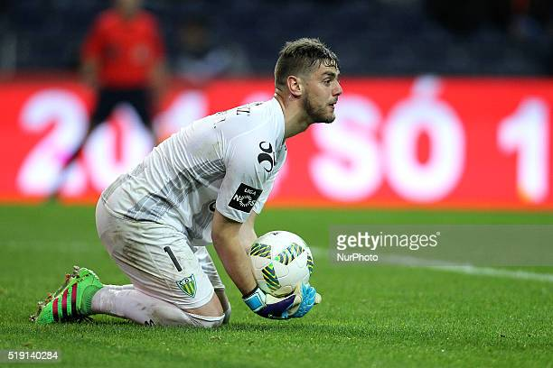 CD Tondela's Portuguese goalkeeper Cláudio Ramos in action during the Premier League 2015/16 match between FC Porto and CD Tondela at Dragão Stadium...