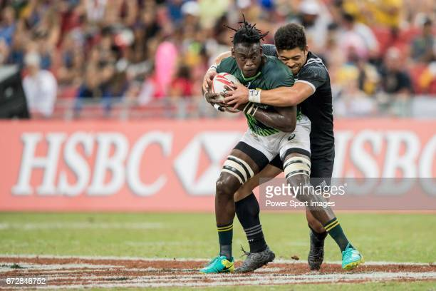 Tone Ng Shiu of New Zealand competes with Tim Agaba of South Africa for the ball during the match South Africa vs New Zealand Day 2 of the HSBC...