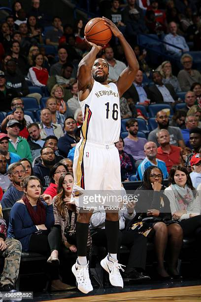 Toney Douglas of the New Orleans Pelicans shoots against the Dallas Mavericks during an NBA game on November 10 2015 at the Smoothie King Center in...