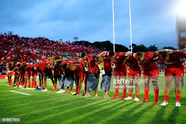 Tonga bow of Tonga thank the crowd after losing the 2017 Rugby League World Cup Semi Final match between Tonga and England at Mt Smart Stadium on...