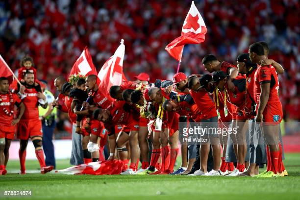 Tonga bow to the crowd following the 2017 Rugby League World Cup Semi Final match between Tonga and England at Mt Smart Stadium on November 25 2017...