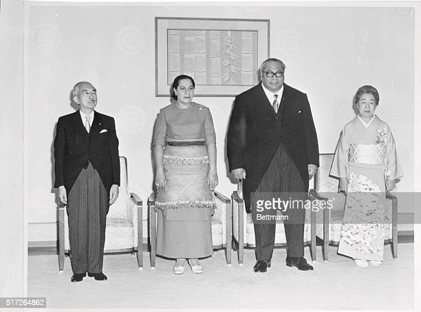 The King of Tonga Taufa'ahau Tupou IV and Queen Halaevalu Mata'aho stand with Japanese Emperor Hirohito and Empress Nagako before the camera at the...