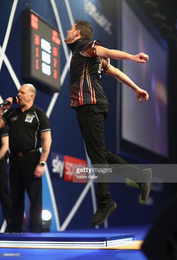 2018 William Hill PDC World Darts Championships - Day Eleven : News Photo