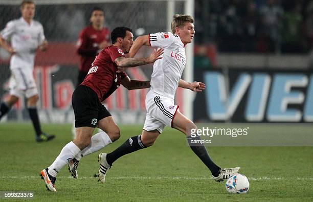 Toni KROOS FC Bayern München wird von Sergio Pinto da Silva gehalten 1 Bundesliga Fussball Hannover 96 FC Bayern München Saison 2011 / 2012