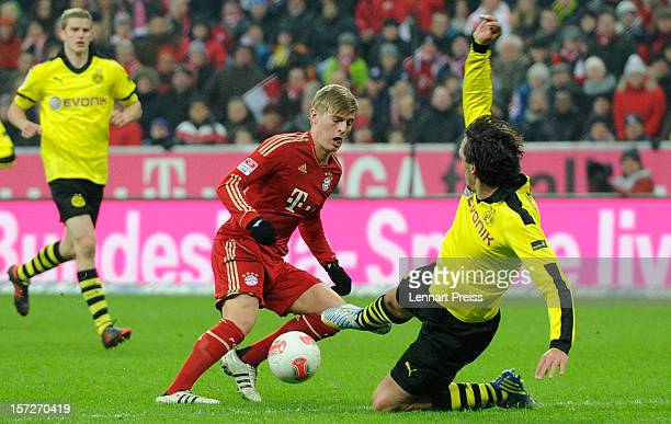 Toni Kroos of Muenchen scores a goal against Mats Hummels of Dortmund during the Bundesliga match between FC Bayern Muenchen and Borussia Dortmund at...