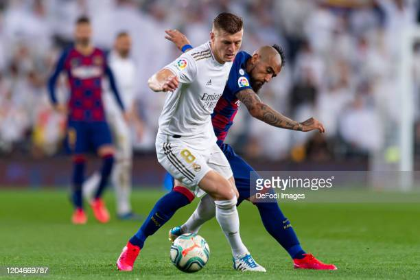 Toni Kroos of Real Madrid and Arturo Vidal of FC Barcelona battle for the ball during the Liga match between Real Madrid CF and FC Barcelona at...
