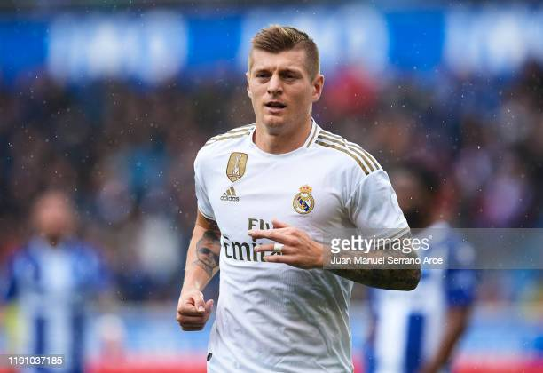 Toni Kroos of Real Madrid CF looks on during the Liga match between Deportivo Alaves and Real Madrid CF at Estadio de Mendizorroza on November 30...