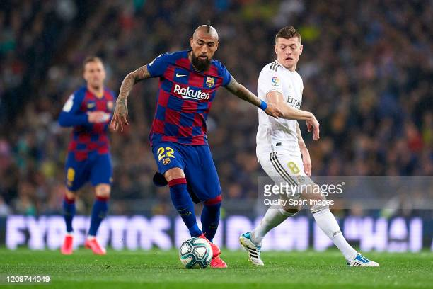 Toni Kroos of Real Madrid competes for the ball with Arturo Vidal of FC Barcelona during the Liga match between Real Madrid CF and FC Barcelona at...