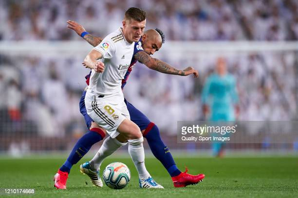 Toni Kroos of Real Madrid competes for the ball with Arturo Vidal of FC Barcelona during the La Liga match between Real Madrid CF and FC Barcelona at...