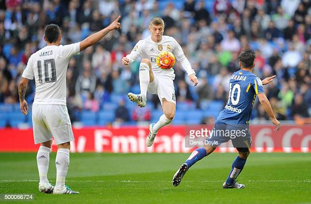 Toni Kroos of Real Madrid controls the ball beside Pablo Sarabia of Getafe during the La Liga match between Real Madrid CF and Getafe CF at Estadio...