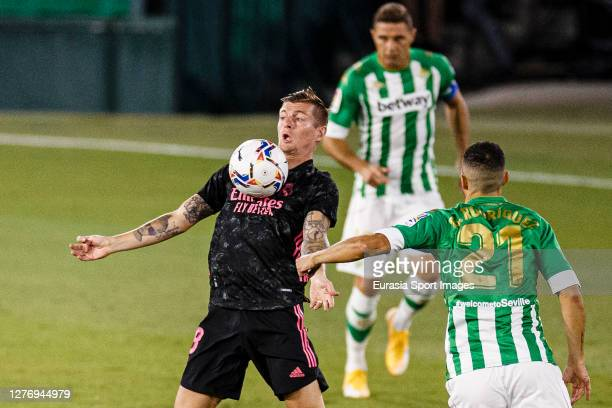 Toni Kroos of Real Madrid controls the ball during the LaLiga Santander match between Real Betis and Real Madrid at Estadio Benito Villamarin on...
