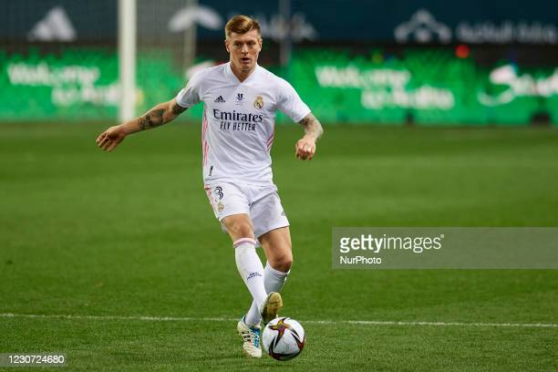 Toni Kroos of Real Madrid controls the ball during the Supercopa de Espana Semi Final match between Real Madrid and Athletic Club at Estadio La...