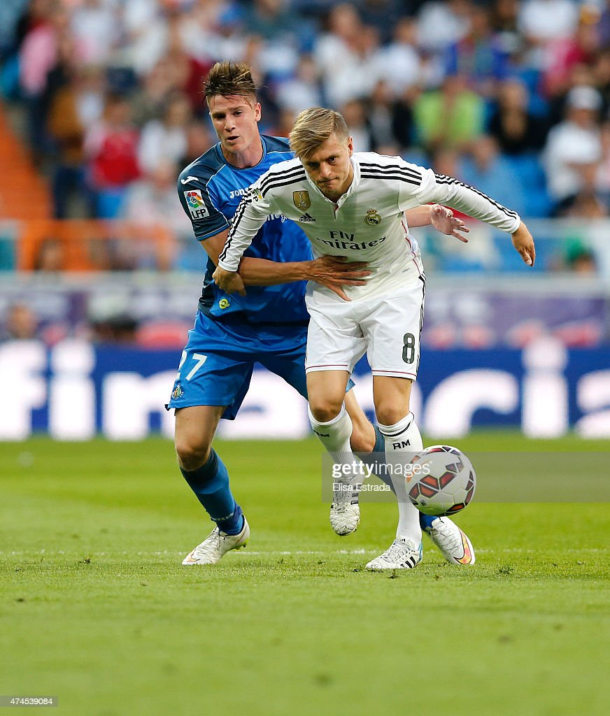 Toni Kroos (R) of Real Madrid fights for the ball with Carlos Vigaray of Getafe during the La Liga match between Real Madrid CF and Getafe CF at Estadio Santiago Bernabeu on May 23, 2015 in Madrid, Spain.