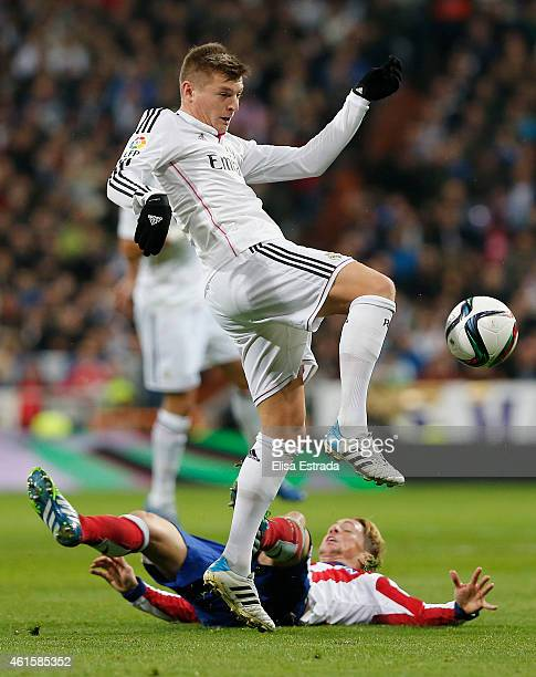 Toni Kroos of Real Madrid gives a pass during the Copa del Rey round of 16 second leg match between Real Madrid CF and Club Atletico de Madrid at...