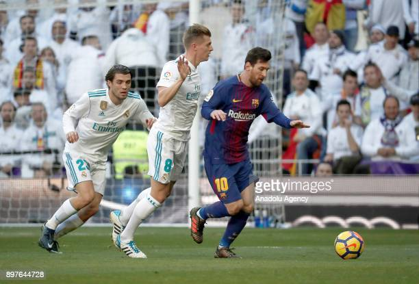 Toni Kroos of Real Madrid in action against Lionel Messi of Barcelona during the La Liga match between Real Madrid and Barcelona at Santiago Bernabeu...
