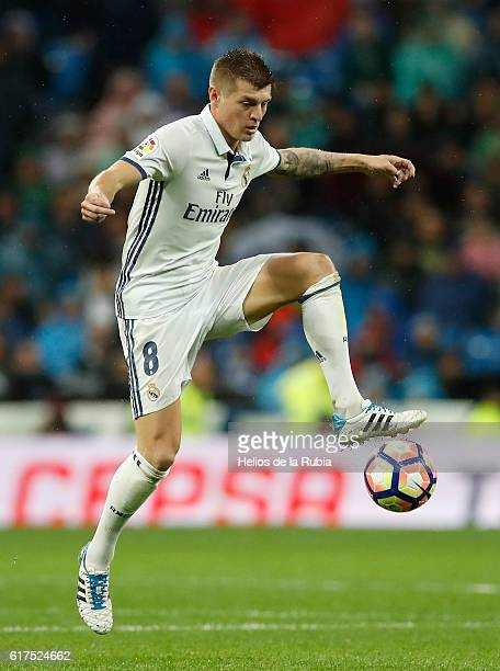Toni Kroos of Real Madrid in action during the La Liga match between Real Madrid CF and Athletic Club at Estadio Santiago Bernabeu on October 23 2016...