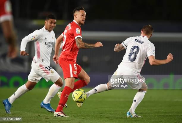 Toni Kroos of Real Madrid intercepts Lucas Ocampos of Sevilla FC during the La Liga Santander match between Real Madrid and Sevilla FC at Estadio...