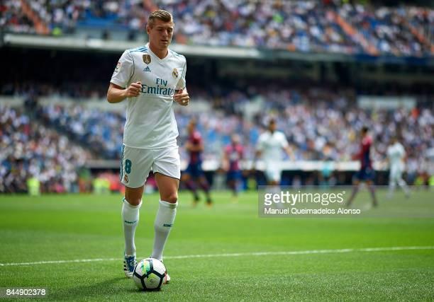 Toni Kroos of Real Madrid prepares for a corner kick during the La Liga match between Real Madrid and Levante at Estadio Santiago Bernabeu on...