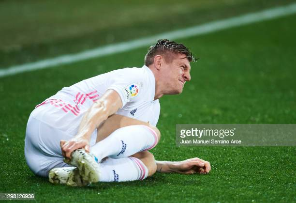Toni Kroos of Real Madrid reacts during the La Liga Santander match between Deportivo Alavés and Real Madrid at Estadio de Mendizorroza on January...