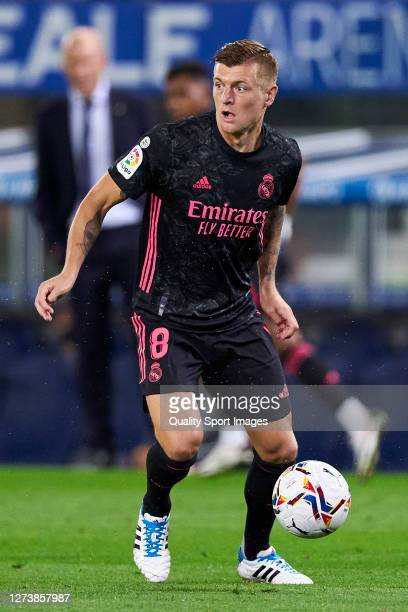 Toni Kroos of Real Madrid runs with the ball during the La Liga Santader match between Real Sociedad and Real Madrid at Estadio Anoeta on September...