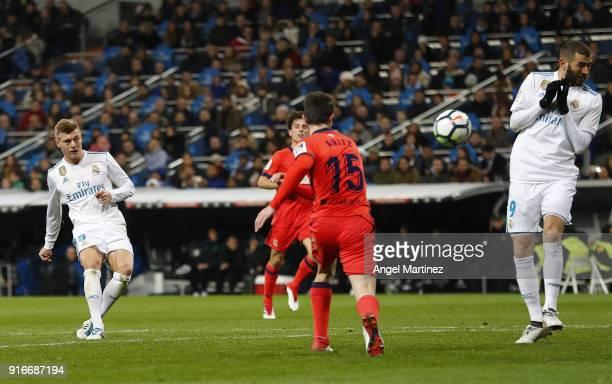 Toni Kroos of Real Madrid scores his team's third goal during the La Liga match between Real Madrid and Real Sociedad at Estadio Santiago Bernabeu on...