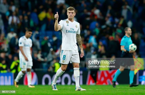 Toni Kroos of Real Madrid shows appreciation to the fans after the UEFA Champions League group H match between Real Madrid and Tottenham Hotspur at...
