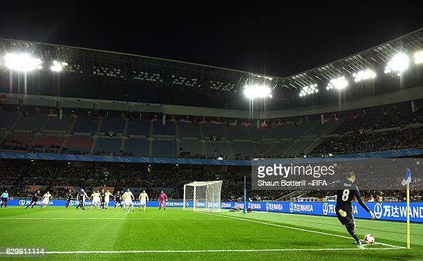 Toni Kroos of Real Madrid takes a corner during the FIFA Club World Cup Semi Final match between Club America and Real Madrid at International...