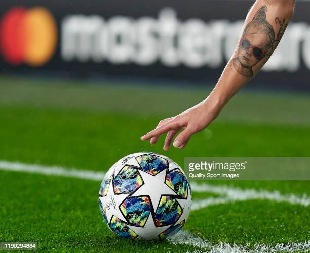 Toni Kroos of Real Madrid taking a corner kick during the UEFA Champions League group A match between Real Madrid and Paris Saint-Germain at Bernabeu...