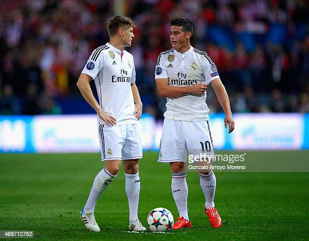 Toni Kroos speaks to James Rodriguez of Real Madrid CF during the UEFA Champions League Quarter Final First Leg match between Club Atletico de Madrid...