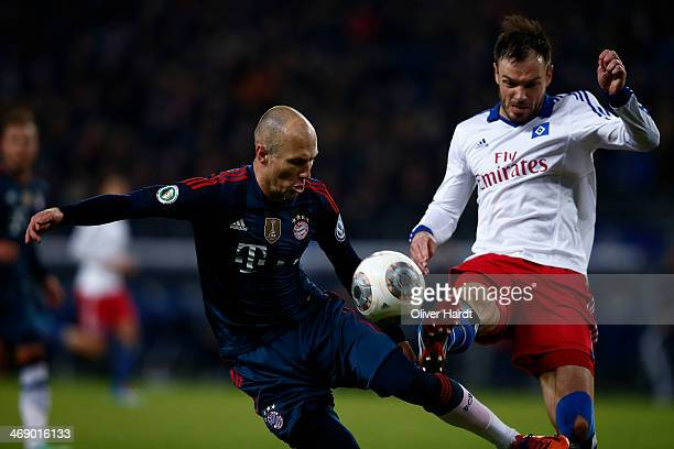 Toni Kross of Munich and Tomas Rincon of Hamburg compete for the ball during the DFB Cup quarterfinal match between Hamburger SV and Bayern Muenchen...