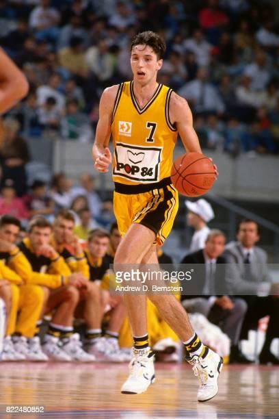 Toni Kukoc of Pop 84 Split dribbles the ball up court against the New York Knicks during the 1990 McDonald's Open at Palau Sant Jordi on October 13...
