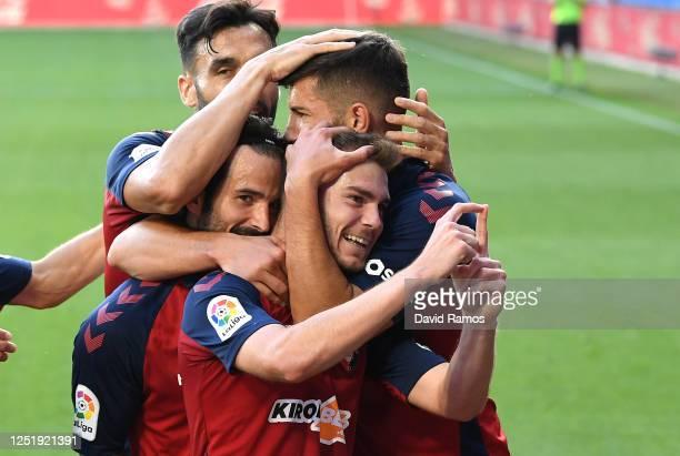 Toni Lato of CA Osasuna celebrates scoring the opening goal during the Liga match between Deportivo Alaves and CA Osasuna at Estadio de Mendizorroza...