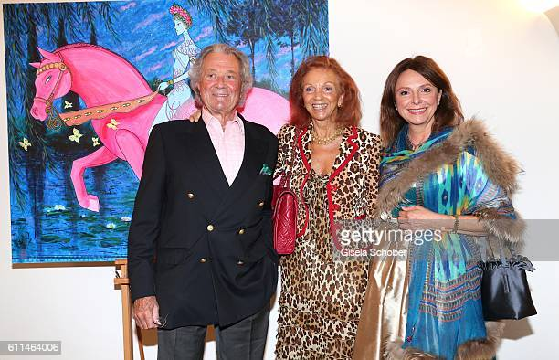 Toni Meggle and his wife Marina Meggle and Uschi Daemmrich von Luttitz during the 'Bergonzoli in Bavaria' exhibition opening at Bayerisches...