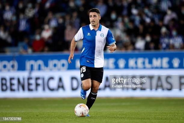 Toni Moya of Alaves in action during the spanish league, LaLiga, football match between Deportivo Alaves and Real Betis Balompie at Mendizorrotza on...
