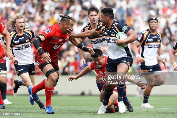 Toni Pulu of the Brumbies hands off Ben Gunter of the Sunwolves during the Super Rugby match between Sunwolves and Brumbies at the Prince Chichibu...
