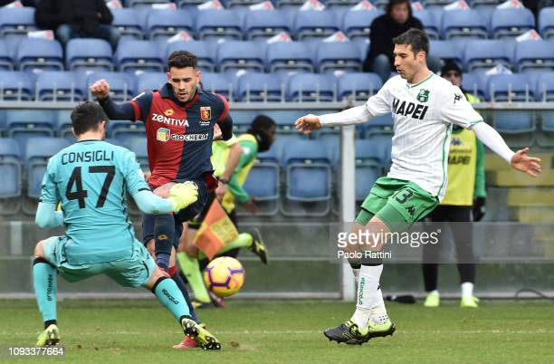 Toni Sanabria of Genoa CFC occasion of goal during the Serie A match between Genoa CFC and US Sassuolo at Stadio Luigi Ferraris on February 3 2019 in...